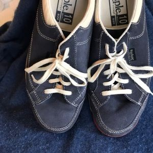 Simple Shoes - Women's Simple Retro Sneaker - 10